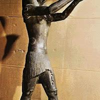 15.- Dios halcón Horus