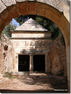 Jason's Tomb through entrance arch, tb100102