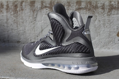 nike lebron 9 gr cool grey white 5 04 Nike LeBron 9 Cool Grey Arriving at Retailers