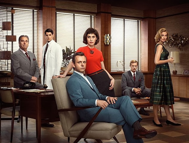 Beau Bridges as Barton Scully, Nicholas D\'Agosto as Dr. Ethan Haas, Michael Sheen as Dr. William Masters, Lizzy Caplan as Virginia Johnson, Teddy Sears as Dr. Austin Langham and Caitlin Fitzgerald as Libby Masters in Masters of Sex (season 1) - Photo: Erwin Olaf/SHOWTIME - Photo ID: MOS1_PR04_WAITSIX_4C_300