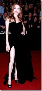 Angelina-Jolie_Salvatore-Ferragamo_Oscars_ShoesNBooze