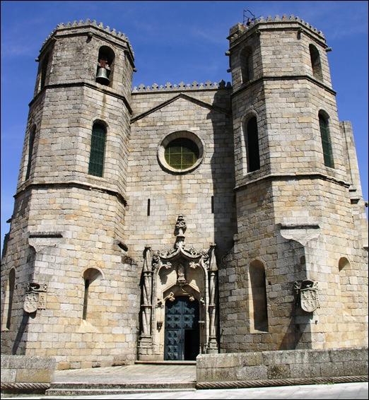 Gloria Ishizaka - Guarda - Sé Catedral - porta principal