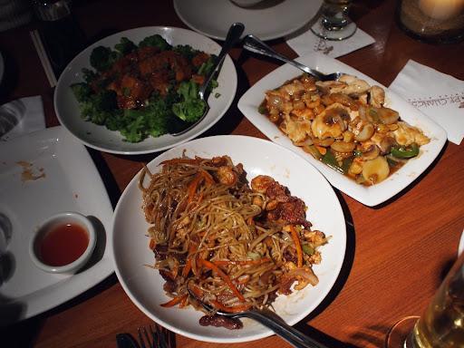 [写真]微妙にアレンジが加えられた中華料理の数々