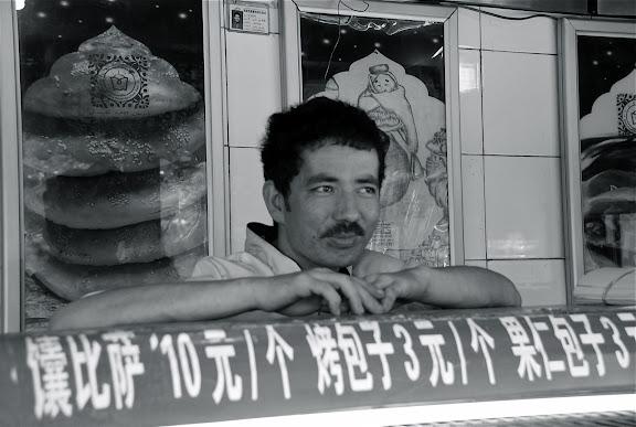 Urumqi - vendeur de nang à moustache