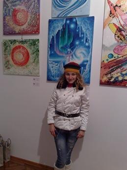 Corina Chirila si tabloul cu Craiasa zapezilor la expozitia Culori de sarbatori de la Elite Prof Art Gallery