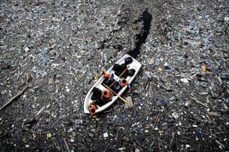 garbage-in-ocean-2012-06-20-20-27.jpg