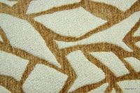 Tkanina obiciowa z efektem metalicznym. Motyw roślinny - liście. Zółta, biała.
