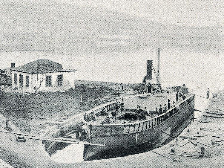 El PUIGCERDA en transformación en el dique de la Cabana. Vida Marítima, Año IV, Num. 131, Edición de 20 de agosto de 1905.bmp