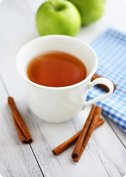 Hot Apple Cider – Easy, spiced homemade apple cider. Less sugar than storebought + makes your home smell amazing!| thecomfortofcooking.com