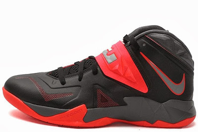 nike zoom soldier 7 gr black grey red 2 01 Nike Zoom Soldier VII   Miami Heat Away   Available Now