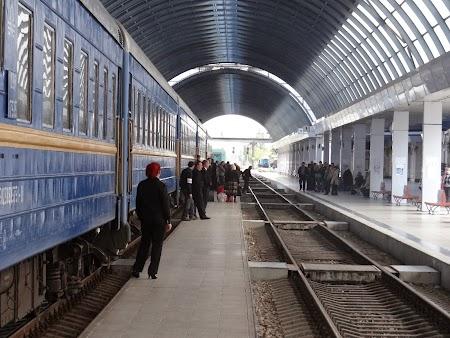 Gara Chisinau, trenul de Bucuresti