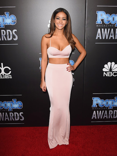 Melanie Iglesias exposing her Huge Mellons Boobs Cleavages at People Magazine Awards 2014 WOW what a young beauty