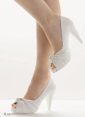 [novias-zapatos-blancos1%255B3%255D.jpg]