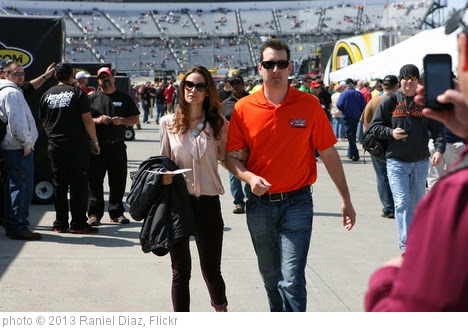 'Kyle Busch and Samantha' photo (c) 2013, Raniel Diaz - license: https://creativecommons.org/licenses/by/2.0/