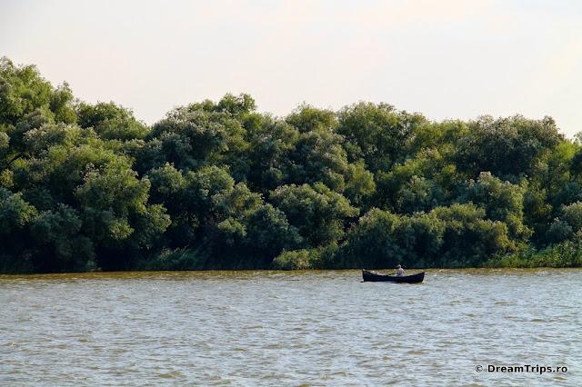 Sfântu Gheorghe Delta Dunarii pescar 5209.JPG