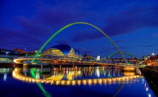 Gateshead Millennium Bridge de noite 2