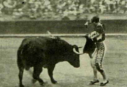 1915-10-17 (p 25 PyP) Valencia Joselito 6 Miuras 02