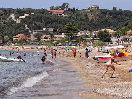 10. Pe plaja de la Agio Georgios.JPG