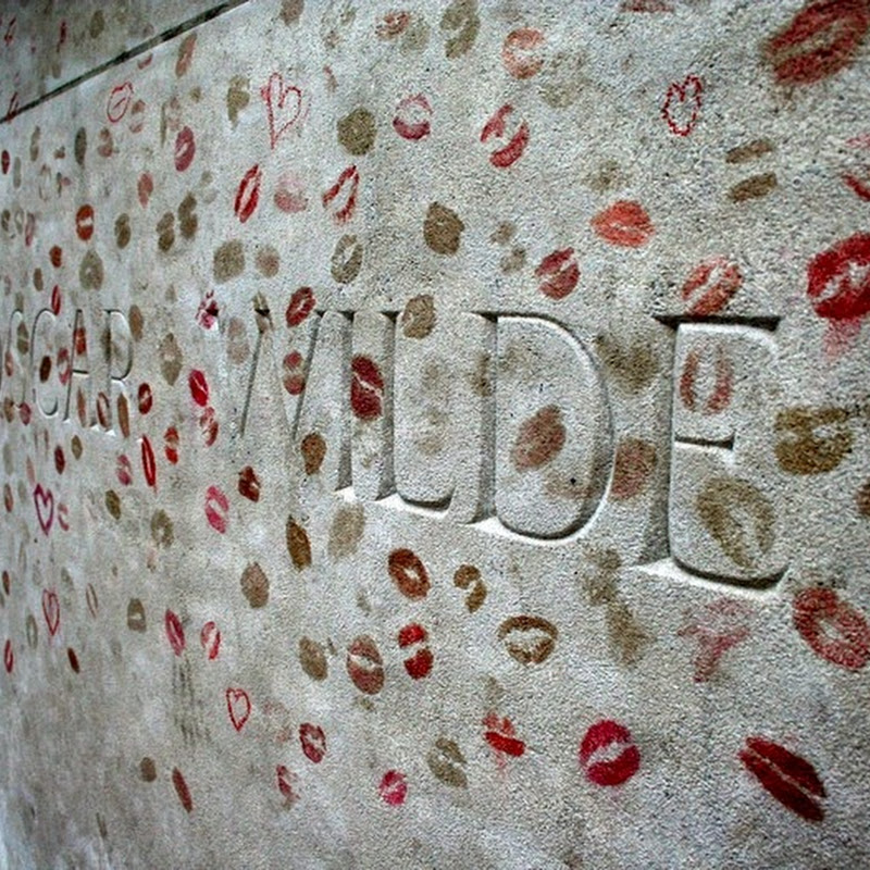 Oscar Wilde's Lipstick-Covered Tomb in Paris