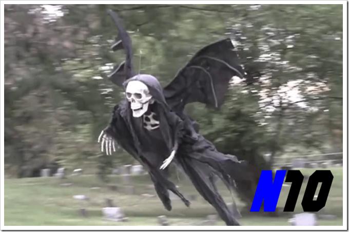 Essa pegadinha gerou muitas gargalhadas na web. Esse vídeo tem mais 4 milhões de acessos e foi preparado especialmente para o dia das bruxas. O criador da pegadinha, o americano Tom Mabe fez um esqueleto voador controlado por controle remoto.