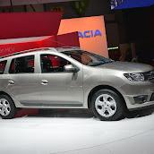 2014-Dacia-Logan-MCV-1.jpg