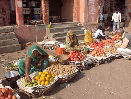 Obiective turistice India: piata de fructe.JPG