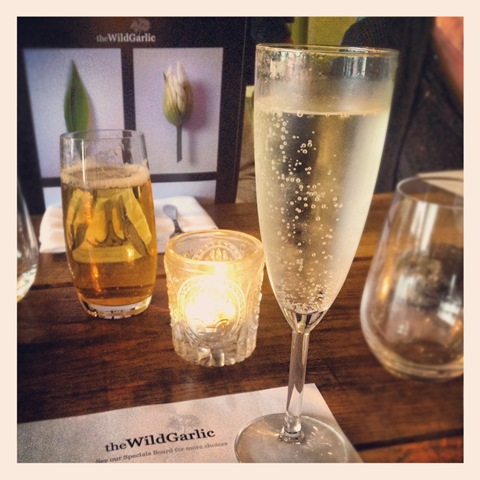 Mat's fizz - sparkling wine with elderflower