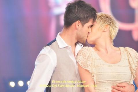 El beso de Andy y Johny.JPG