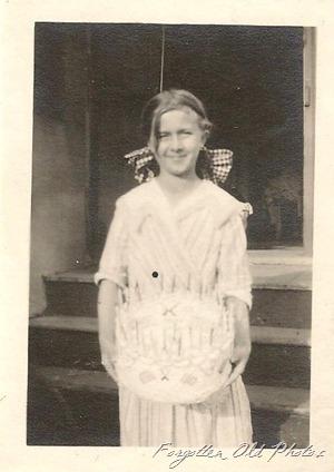 Grandmas Birthday cake 1917 Moorhead Ant