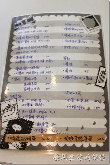 台南【看見咖啡】的菜單,非常有誠意,全部用手寫,也表示主人對自己的字很有信心。