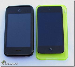 Qui confrontiamo due custodie, quella a sinistra veste un iun iPhone 3GS per dimostrare la crescita del possibile nuovo modello.