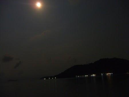 luna sobre Koh Wai