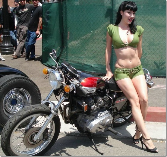 Hot-Babes-With-Bikes-20