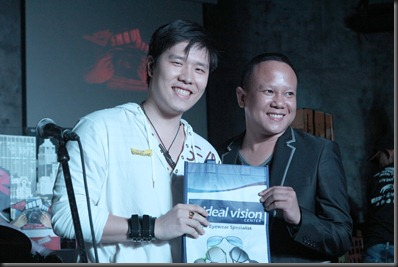 ideal visionary winner- Patrick Si with Dr Joseph Dela Tore of ideal vision