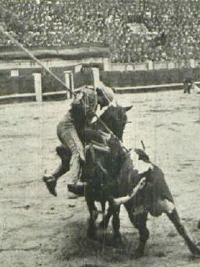 1913-04-25 (p. 28 PyP) Madrid Toro Coronela (5 caballos)