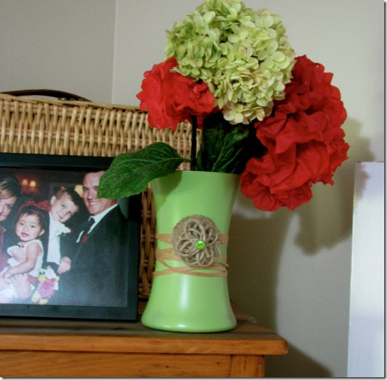 diy projects with jute--make simple jute flowers to add to a flower vase or other accessories