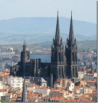 571px-Cathedrale_vue_de_montjuzet_detail