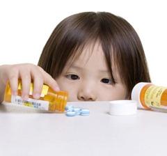كيف نحمى اطفالنا من تناول الدواء عن طريق الخطأ ؟