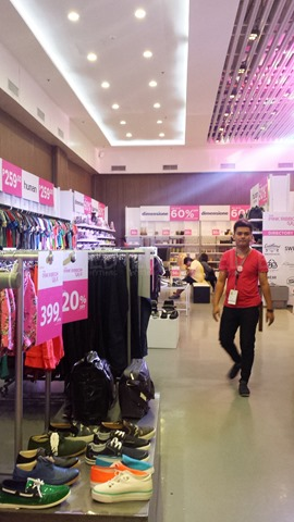 Bench Pink Ribbon Sale 04