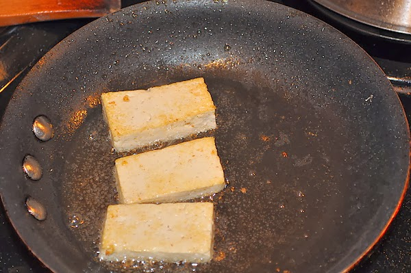 裸煎的豆腐噴油