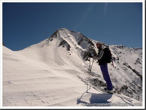 Arista NO y Descenso Cara Oeste con esquís (Pico de Arriel 2822m, Arremoulit, Pirineos) (Omar) 0761