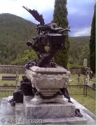Mauoleo de Julián Gayarre - Valle de Roncal