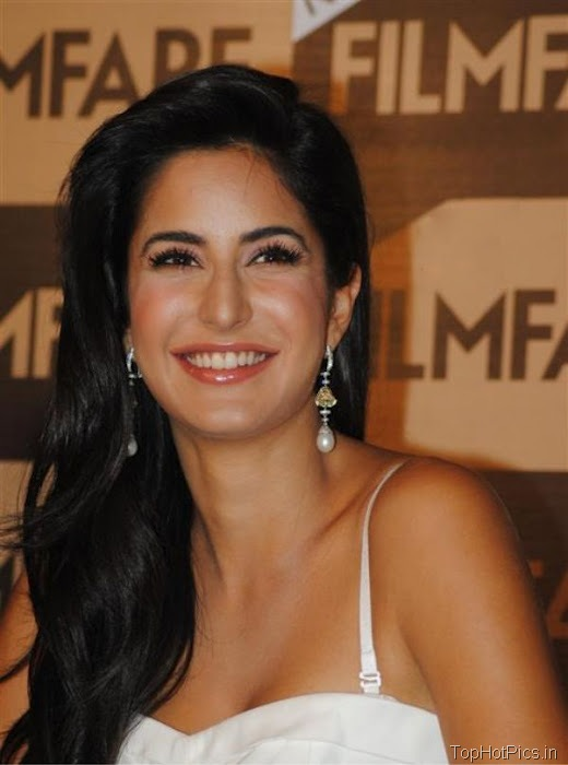 Katrina Kaif Navel Show Pics in White Dress 8