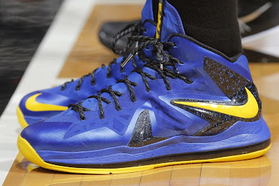 wearing brons nba lebron10 ps id draymond 01 Draymond Green Celebrates 50 Sellouts with new LEBRON iDs