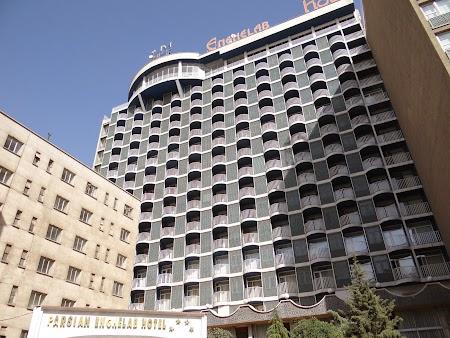 07. Hotel Enghelab Teheran.JPG