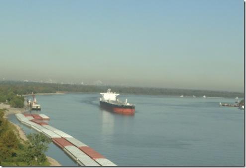 DSC03165 Ship on Mississippi River