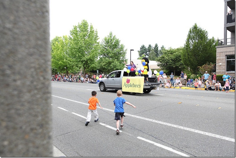 Saturday Farmers Mkt and Redmond Derby Days parade (50)-blog