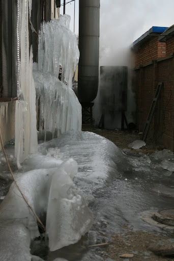 Just to prove its damn cold in Beijing, the ice that has moved into 798 district!