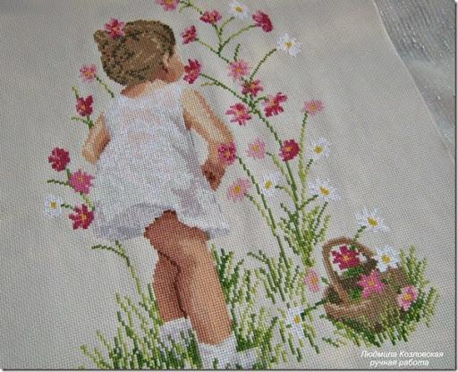 Вышивка с девочкой у окна