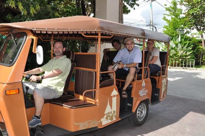 Imagini Thailanda: Gata de plecare cu tuk-tuk-ul hotelului, Chiang Mai, Thailanda